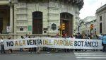 Vecinos de Paraná se manifestaron frente al Municipio contra la venta de terrenos del Parque Botánico