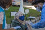 El próximo lunes vacunarán sin turno con la primera dosis a mayores de 70 años